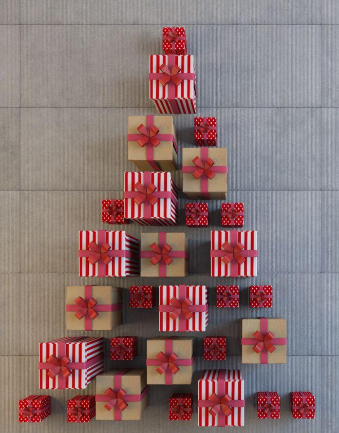 albero-di-natale-alternativo-con-pacchi-regalo