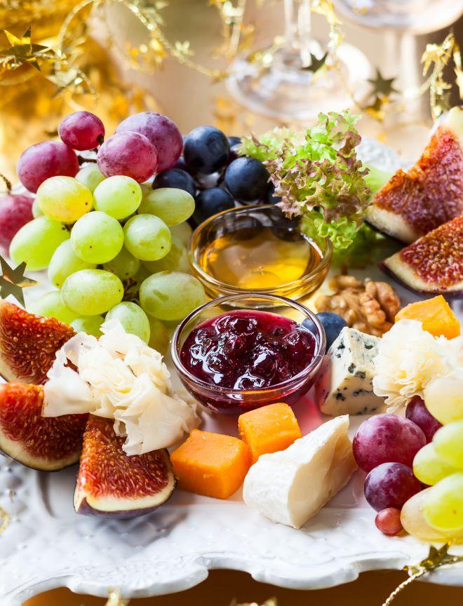 aperitivo-natale-tagliere-misto-formaggi-salumi-frutta