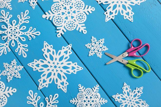 come-fare-fiocchi-neve-carta-forbici